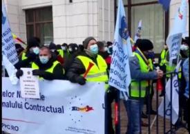 Continuă protestele sindicaliștilor, la Ministerul Finanțelor: Guvernul ne-a mințit și ne va minți în continuare! (Video)