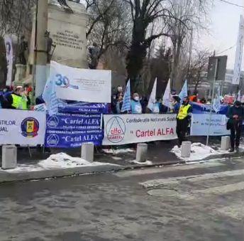 Sindicaliștii Cartel Alfa protestează la Cotroceni: Cer un salariu minim decent și pensii echitabile