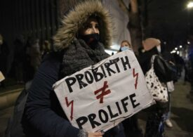 Polonezii au ieşit în stradă pentru a treia noapte la rând: Aveţi sânge pe mâini! (Video)