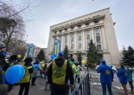 Angajații din Sănătate au ieșit și ei în stradă: Fără noi, Covid-ul e pe voi! (Foto&Video)