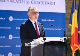 Sorin Cîmpeanu: Erau 233.000 de elevi fără tablete, conform raportărilor inspectorilor generali şcolari. S-au achiziţionat 250.000 și acum sunt 287.000 de elevi fără tablete