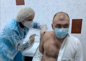Primarul din Caransebeş s-a vaccinat împotriva COVID-19, deși nu se incadrează în această etapă