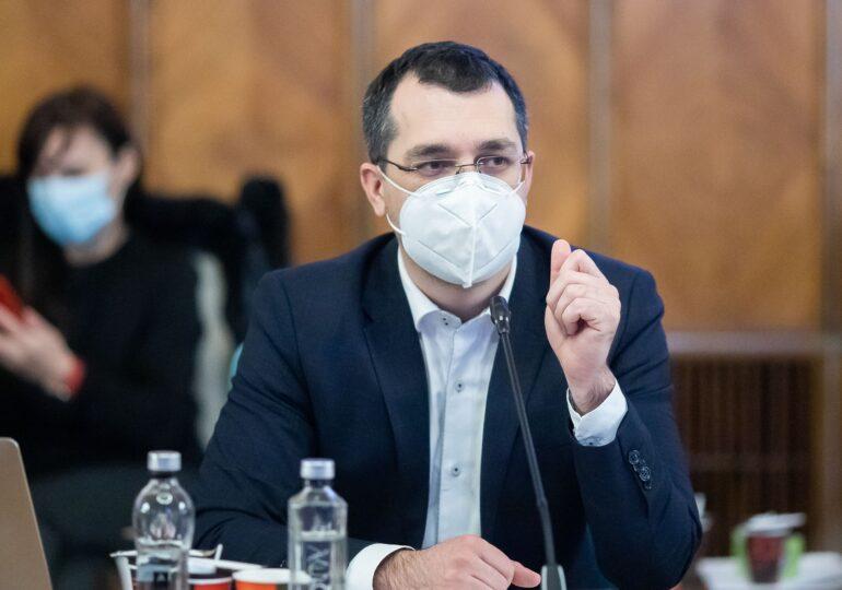 Voiculescu, despre paturile ATI Covid: Găsirea unui medic este o provocare. Foarte mulţi au plecat în străinătate, nu i-am preţuit