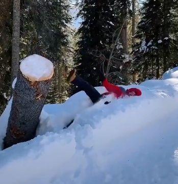 Viralul zilei: Când zăpada transformă adulții în copii