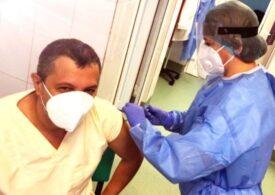 Cazurile de COVID au scăzut cu aproape 90% în rândul personalului medical, prima categorie vaccinată în România
