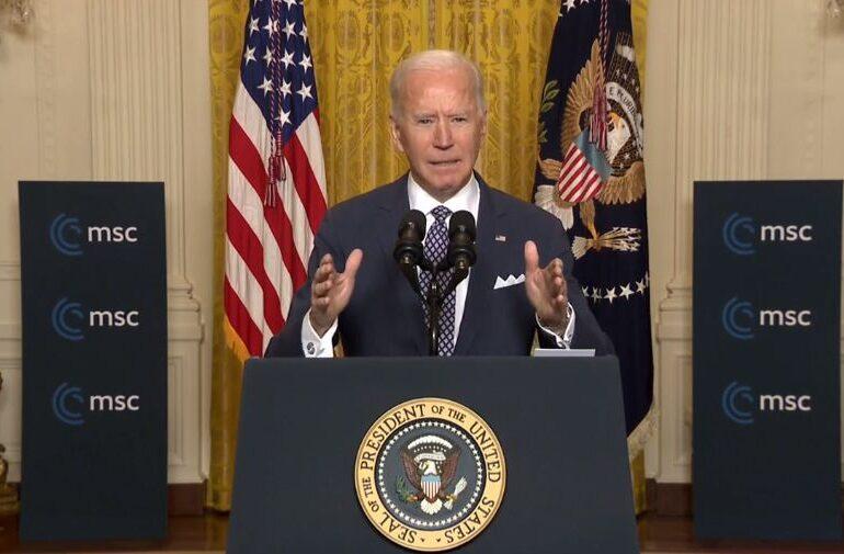 Joe Biden va semna un decret prezidențial pentru limitarea accesului la arme de foc