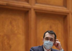 Vlad Voiculescu spune că un funcţionar din Miniserul Sănătăţii este de vină că personalul din centrele de vaccinare nu a fost plătit