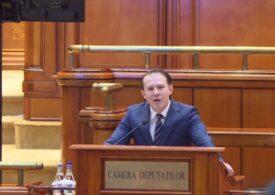 """Scandal în Parlament la """"Ora prim-ministrului"""". Discursul lui Cîțu a fost întrerupt de social democrați care au venit cu pancarte și au huiduit (Foto)"""