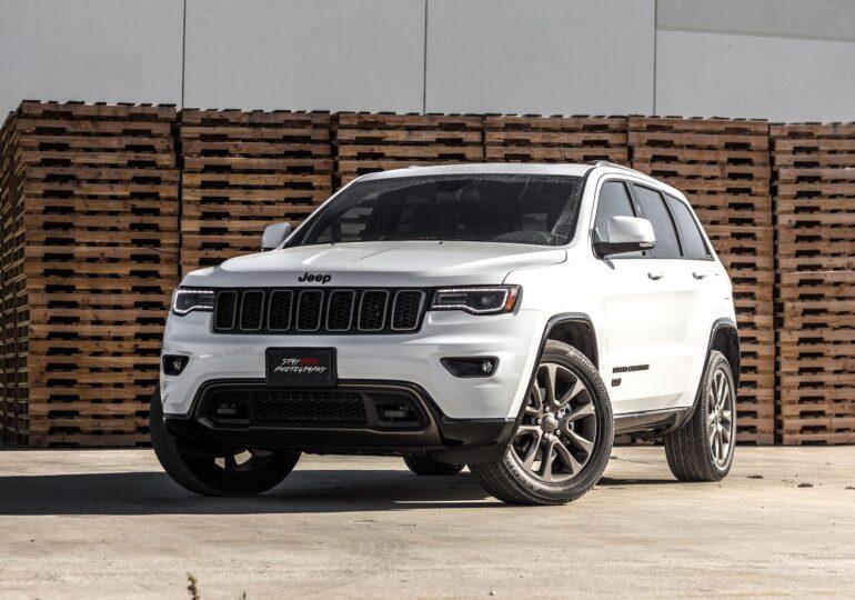 Indienii Cherokee somează Jeep să nu le mai folosească brandul de trib: Nu ne onorează să avem numele pe spatele unei mașini