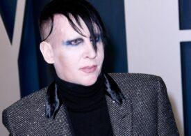 Acuzat de hărţuire şi viol de mai multe femei, cântărețul Marilyn Manson a fost abandonat de casa sa de discuri