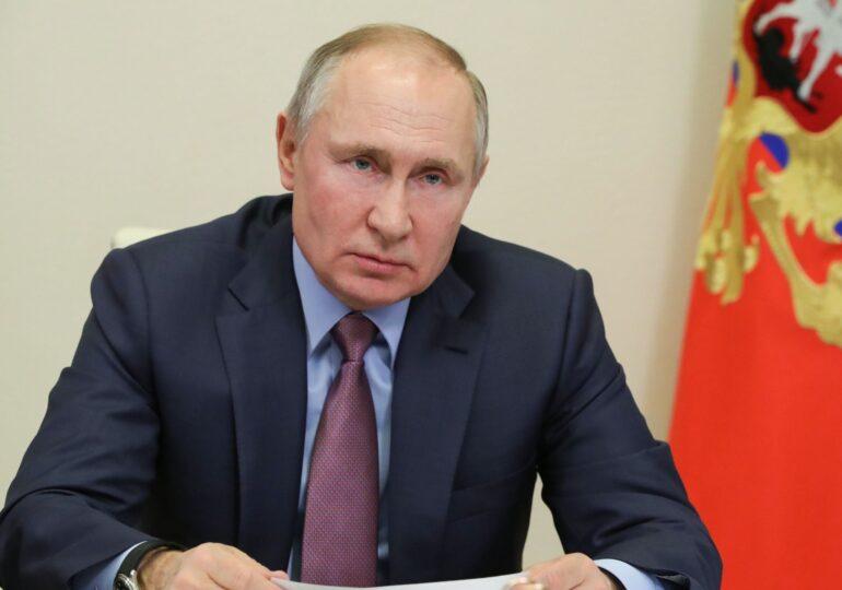 Putin cumpără influență internațională cu doze Sputnik V, în timp ce campania de vaccinare din Rusia e un dezastru