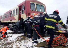 O mașină a fost lovită de tren la Iași: Doi oameni au murit pe loc