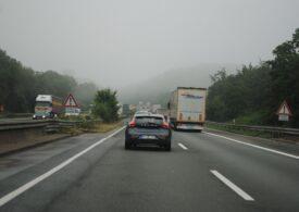 Cozi de kilometri pe autostrăzile din Cehia la graniţa cu Germania, din cauza noilor restricţii