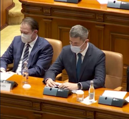 """Ochelarii lui Dan Barna fac vâlvă pe Internet. PSD vorbeşte de """"ciocoiul de USR"""", dar vicepremierul are o explicaţie simplă  (Video)"""