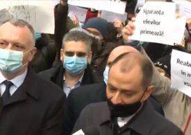 """Protestul de la Șincai. Cîmpeanu a promis un protocol pentru prezent, Băluță vine cu """"3-4-5-6 variante"""" pentru viitor <span style=""""color:#ff0000;font-size:100%;"""">UPDATE</span>"""