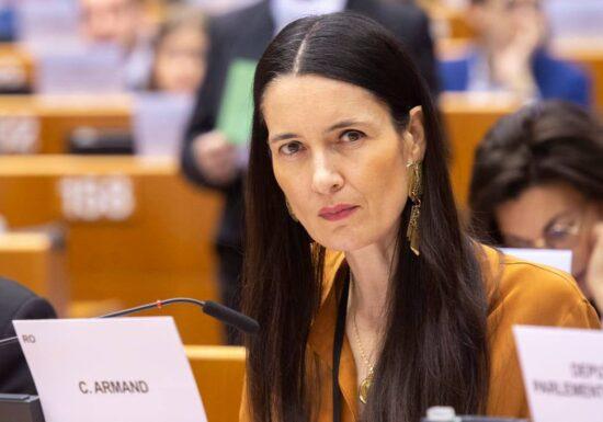 """Clotilde Armand afirmă că unii funcţionari """"se fac că nu găsesc"""" documente solicitate de DNA: Găsiți-le sau  zburaţi instant din primărie!"""