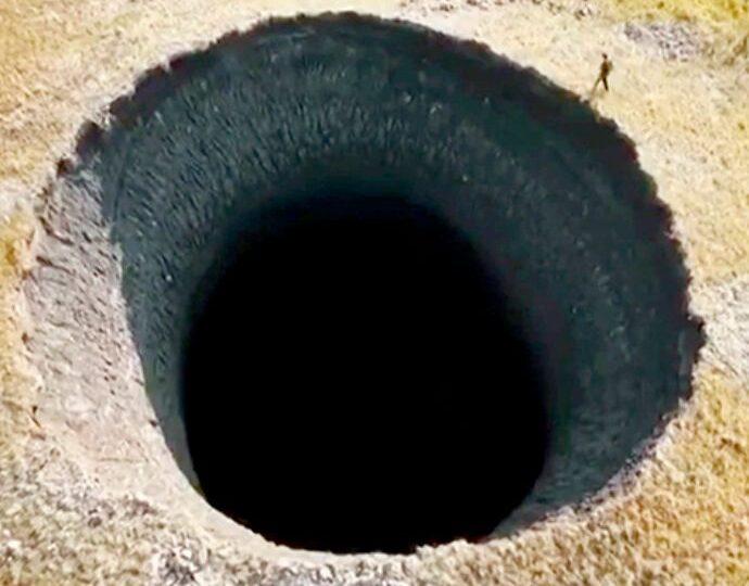 A fost dezlegat misterul craterelor uriașe apărute din senin în Siberia