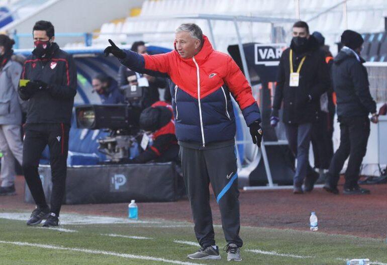 Turcii vor să-l demită pe Dan Petrescu după doar 8 meciuri
