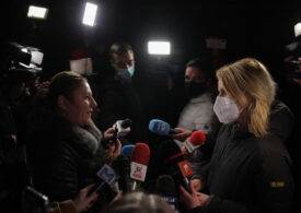 Diana Șoșoacă a forțat intrarea la Spitalul Marius Nasta, amenințând cu dosare penale: În calitate de demnitar am voie să intru absolut peste tot! (Video)
