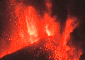 Vulcanul Etna a erupt pentru a şasea oară în ultimele opt zile (Video)