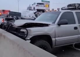 Carambol cu 100 de maşini pe o autostradă îngheţată din SUA: 5 morți și zeci de răniți (Video)