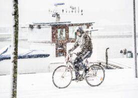 Prima furtună de zăpadă din Olanda, în ultimul deceniu: Transporturile sunt afectate, meciurile de fotbal au fost amânate