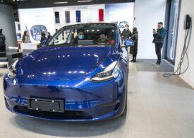"""Elon Musk recunoaște că din cauza grabei, unele mașini Tesla au """"ceva probleme cu vopseaua"""""""