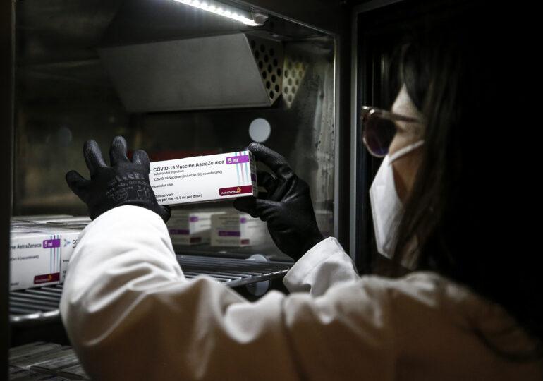 S-a descoperit de ce se fac cheaguri de sânge după AstraZeneca și J&J. Există și o rezolvare