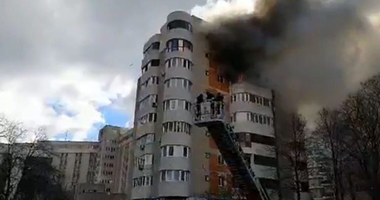 Soțul femeii care a murit în incendiul din Constanța: Pompierii au ajuns târziu, priveau cum stă acolo și țipă