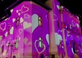 Primăria din Câmpulung e plină de inimioare pentru Valentine's Day. Elena Lasconi spune cât a costat și de unde au venit banii (Video)