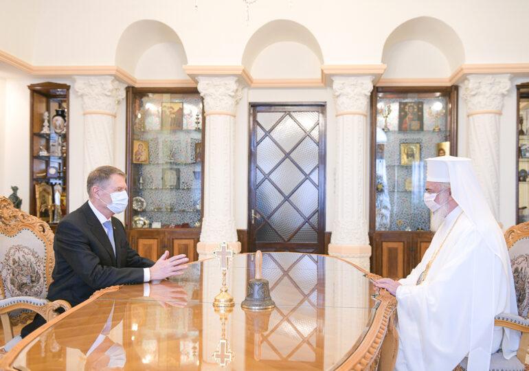 Iohannis a vorbit cu patriarhul Daniel despre campania de vaccinare