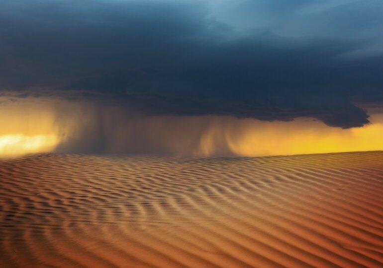 Un nor de praf saharian va ajunge deasupra României în zilele următoare