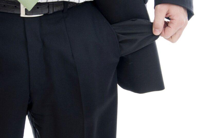 Mai mulți salariați au dat în judecată una dintre companiile înființate de Firea. Susțin că n-au mai fost plătiți de 6 luni