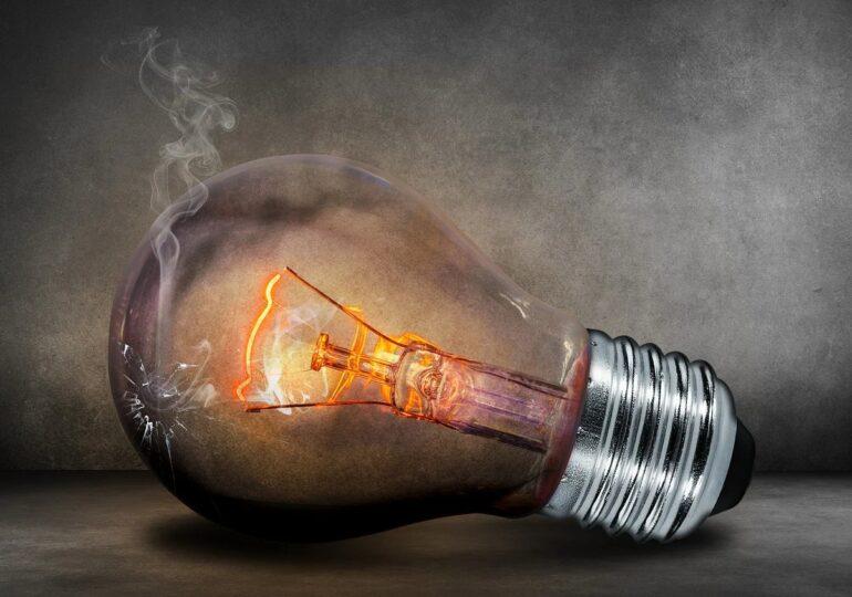 Preţul energiei pe bursă a crescut cu peste 200% în august faţă de anul trecut