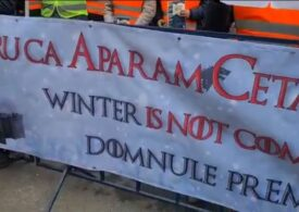 Protest în fața Ministerului Muncii: Pentru că apărăm cetatea, winter is not coming, domnule premier! (Video)