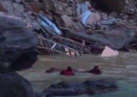 Sute de sicrie dintr-un cimitir din Italia au ajuns în mare (Foto&Video)