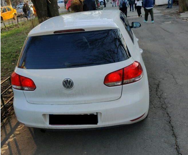 Un polițist din Bucureşti a fost lovit cu mașina intenționat de un șofer care a intrat ilegal în Parcul Tineretului (Foto)