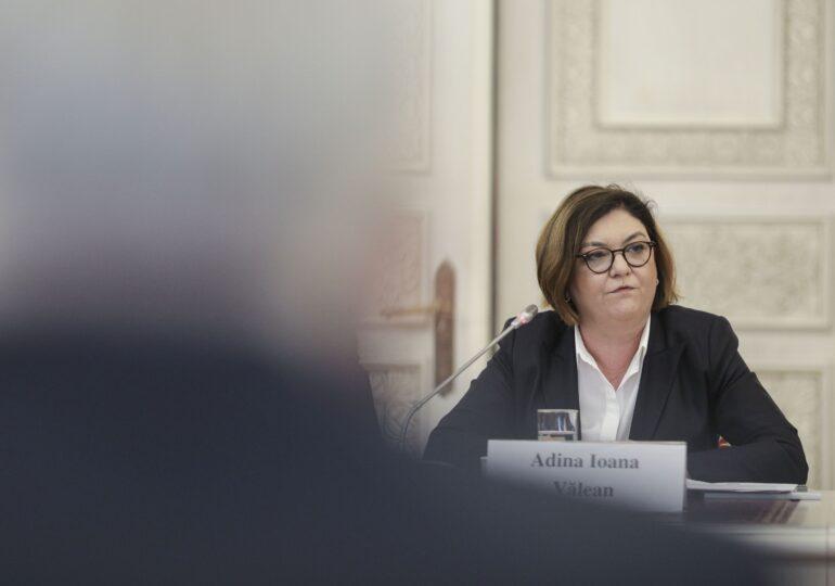 Un tweet al Adinei Vălean a fost dur taxat în UE. Cum răspunde comisarul european și cum se putea repara gafa cu avionul deturnat