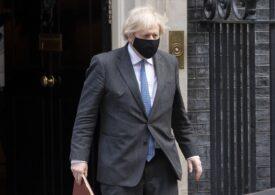 Boris Johnson s-a sucit şi spune că pub-urile ar trebui să ceară clienţilor certificate de vaccinare. Acum o lună, nu era de acord cu aşa ceva