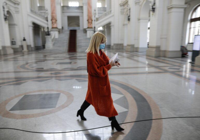Elena Udrea poate să plece din ţară. Instanţa a respins cererea DNA de plasare sub control judiciar