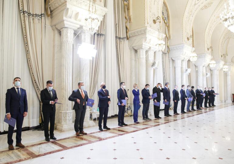 Miniştri negri, miniştri gri, ministru alb