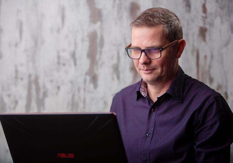Interviu cu românul care a lansat un asistent virtual de recrutare pentru IMM-uri: Digitalizarea ne va uimi în viitor