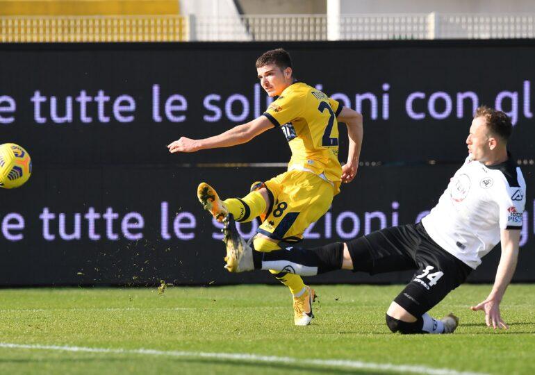 Fanii echipei Parma, la picioarele românilor Man și Mihăilă după reușita din meciul cu Roma