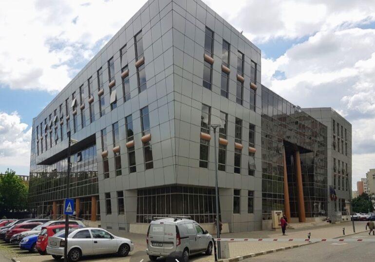 Toți salariații Primăriei Sectorului 2 iau spor de condiții vătămătoare, deşi lucrează într-o clădire nouă şi modernă
