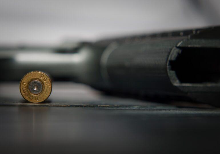 Un tânăr cu șase arme asupra sa a fost arestat într-un supermarket din Atlanta