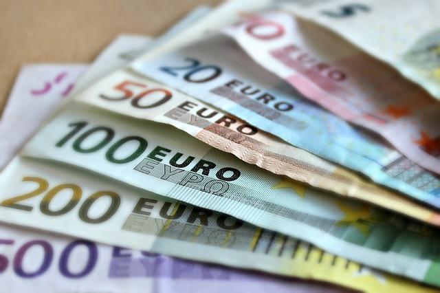 Euro a ajuns la un nou maxim istoric