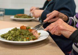 Ministerul Investițiilor a publicat lista unităților care furnizează mese calde pensionarilor și celor fără adăpost
