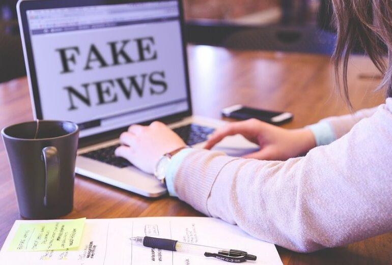 12 state americane acuză Facebook şi Twitter că nu au pus o stavilă antivaxerilor pe platformele lor