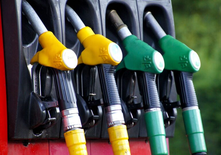 În ultimul an, benzina și motorina s-au scumpit cu peste 20%