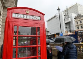 Celebrele cabine telefonice roșii din Marea Britanie ajută acum la salvarea de vieți